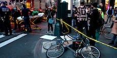 BMW-Fahrerin rast in Demonstranten: Sechs Verletzte