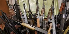 Neonazi-Bande hortete riesiges Waffen- & Drogenarsenal