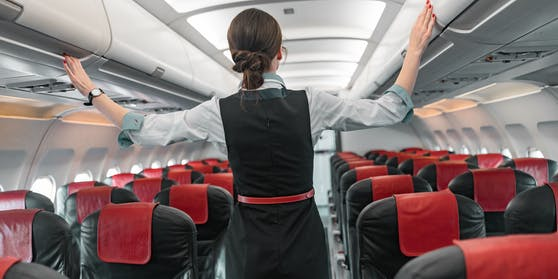 Flugbegleiter chinesischer Fluglinien sollen künftigWegwerfwindeln tragen.
