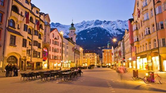 Mehrere Mitarbeiter einer Filmcrew feierten in Innsbruck in einem Hotel eine illegale Corona-Party.