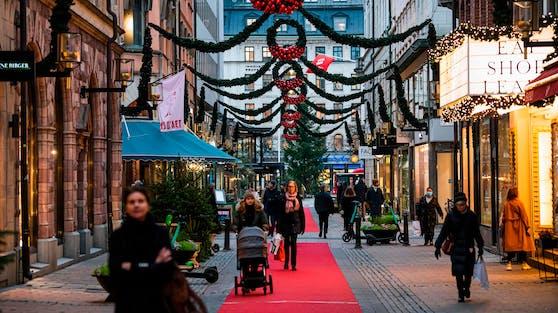 Die Geschäfte und Restaurants haben in Stockholm geöffnet.