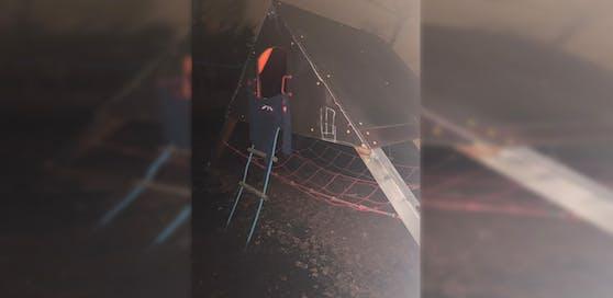 Mahnwache in Mauer: In diesem Zelt verstarb der 17-jährige Bursch.