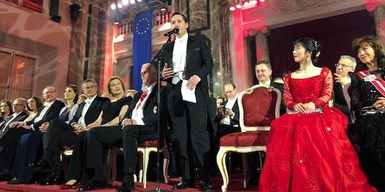 Dr. Alexander Scheuwimmer (m.) wurde als Präsident des Juristenverbandes wiedergewählt.