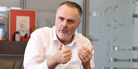 Landeshauptmann Hans Peter Doskozil (SPÖ) freut sich über den Personal-Coup.