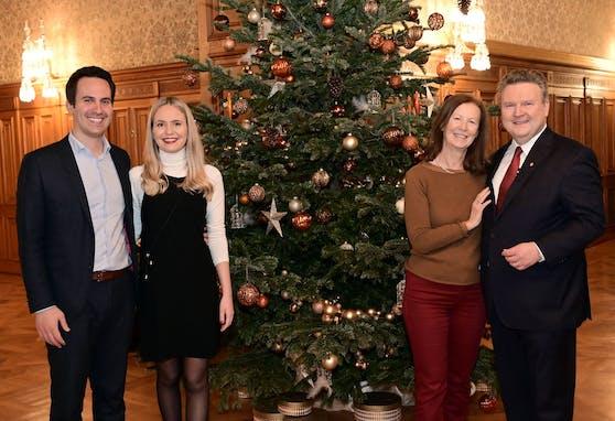 Anlass für das weihnachtliche Abendessen war das einmonatige Jubiläum der Koalition.