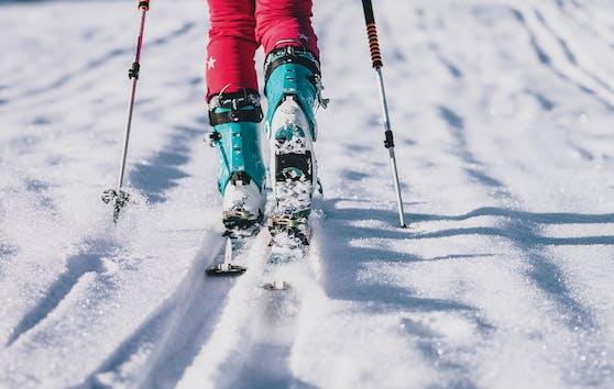 Die Skitourengeher wurden von der Lawine verschüttet. Symbolbild.
