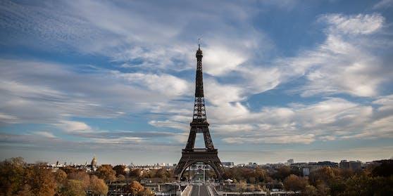 Frankreich verschärft seinen Lockdown. Wie Präsident Macron in einer TV-Ansprache verkündete, werden geltende Auflagen auf das ganze Land ausgeweitet.