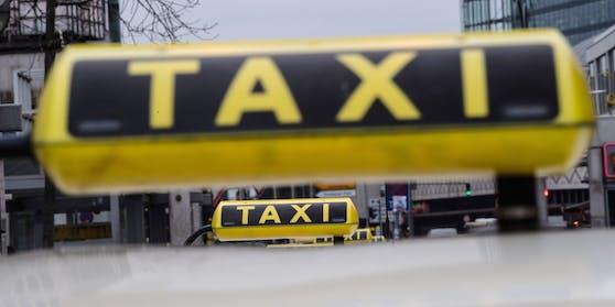 Die Taxilenker wurden auf freiem Fuß angezeigt.
