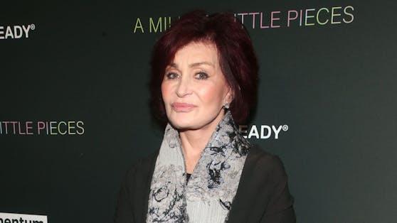Sharon Osbourne wird vorgeworfen, am Set ihrer Talkshow Mitarbeiterinnen und Kolleginnen rassistisch und homophob beleidigt zu haben.