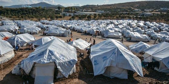 Rund 8.000 Menschen leben alleine in Kara Tepe