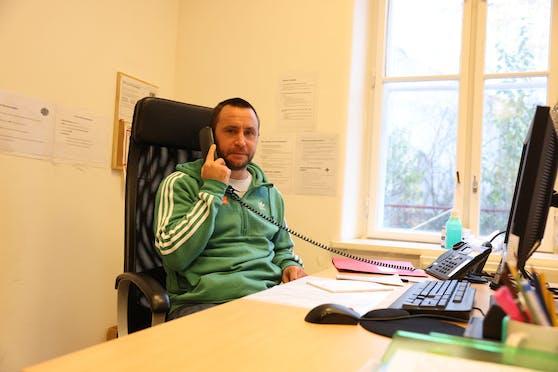 Ex-Kicker Steffen Hofmann nahm die Anrufe am Kältetelefon entgegen.