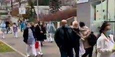 Putzkräfte streiken vor Wiener AKH