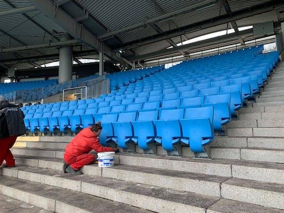 Einen Tag nach dem Match wurden schon die Sitze abmontiert.