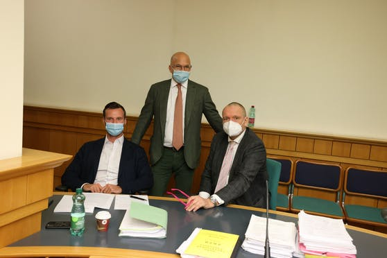 Verteidigten die Angeklagten: Philipp Wolm, Niki Rast und Christian Werner (von links)