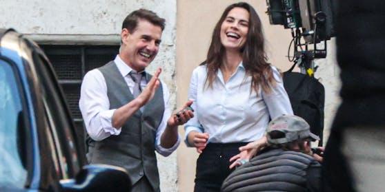 """Liebe liegt in der Luft: Tom Cruise und Hayley Atwell bei den Dreharbeiten zu """"Mission: Impossible 7"""""""