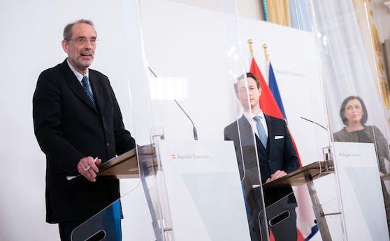 Bildungsminister Heinz Faßmann (ÖVP), Finanzminister Gernot Blümel (ÖVP) und Tourismusministerin Elisabeth Köstinger (ÖVP) während einer gemeinsamen Pressekonferenz am 2. Dezember 2020