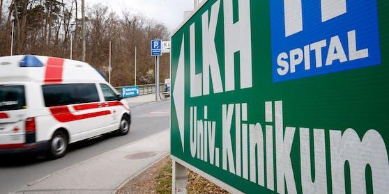 Der 17-Jährige wurde ins LKH Graz gebracht.