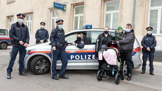 Für die Polizisten gab es ein rührendes Wiedersehen mit Baby Melody Hope.
