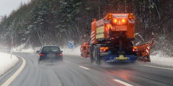 Winterlicher Straßenverhältnisse auf der Wiener Außenring Autobahn (A21). Archivbild