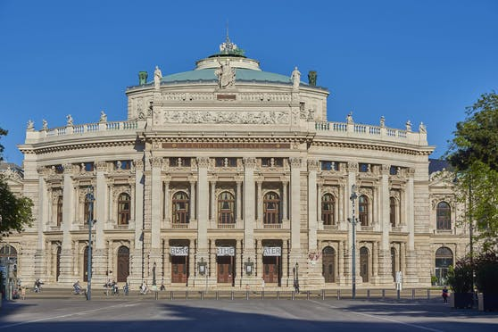 Im Wiener Burgtheater wird es auch weiterhin keine Vorstellungen mit Publikum geben. Für berufliche Zwecke darf aber geprobt werden.