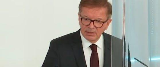 Rudolf Anschober während der Pressekonferenz