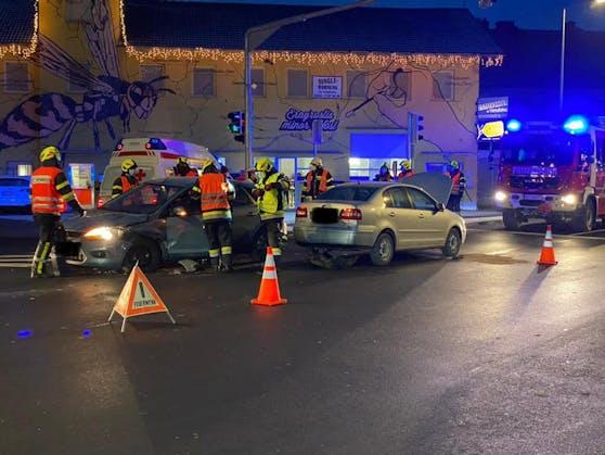 In Pischelsdorf kam es am Mittwochnachmittag zu einem Verkehrsunfall. Dabei wurden zwei Lenkerinnen verletzt.