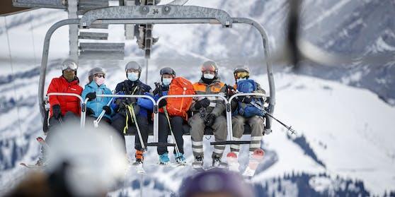 Maske am Ski-Lift, hier allerdings keine FFP2