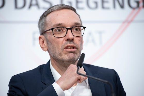 FPÖ-Klubobmann Herbert Kickl will mit Demonstranten und Corona-Leugnern marschieren.