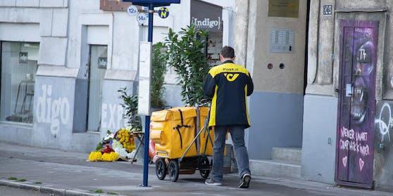 Ein Briefzusteller in Wien