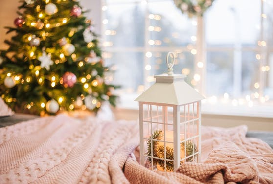 Weihnachtliche Dekoration muss nicht ganz verschwinden.