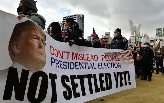 """Auch Wochen nach der Wahl haben Trump-Anhänger die Hoffnung nicht aufgegeben, dass """"ihr"""" Kandidat auch weiterhin US-Präsident bleibt."""