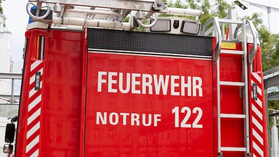 2 Kinder wurden am Ufer eingeschlossen. Sie mussten von der Feuerwehrmittels Seilbergung gerettet werden. (Symbolbild)
