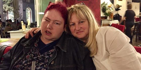 Freudig: Isabella (links) und Mutter Gabriele