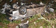 BMW durchschlug mehrere Bäume, Mann aus Wrack gerettet