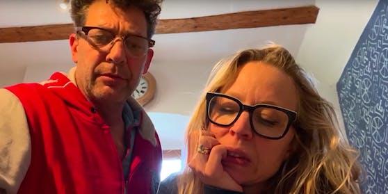 Ernste Gesichter bei Nina Proll und Gregor Bloeb.