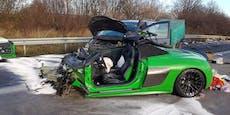Audi R8 bei Crash auf Autobahn in zwei Teile gerissen