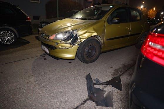 In Wels-Neustadt sorgte ein Alkolenker für Schäden an mehreren Autos.