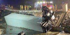 Lenker lag nach Lkw-Crash blutend in Fahrerkabine