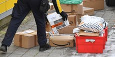 Zusteller stahl Dutzende Weihnachtsgeschenke aus Paketen