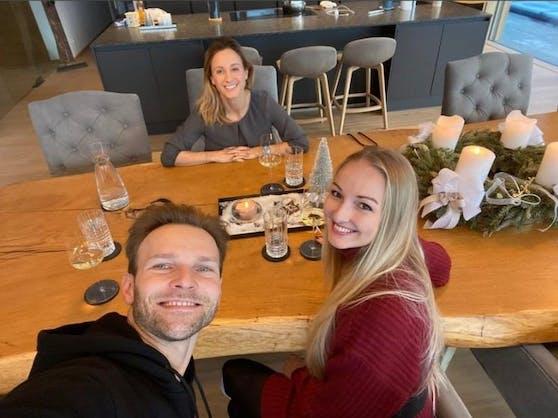 Kirchgasser bekam Besuch von Tanzpartner Vadim Garbuzov und Freundin.