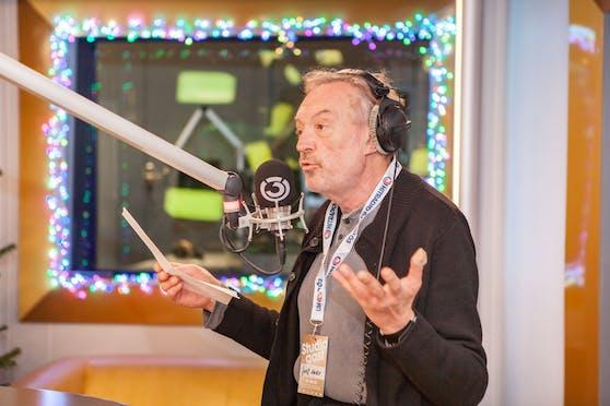 """Josef Hader gibt im Ö3-Studio einen Vorgeschmack auf sein neues Kabarett-Programm """"Hader on Ice""""."""