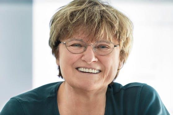 Katalin Karikó – diesen Namen sollten wir uns merken. Sie ist die Forscherin, die mit ihrer jahrzehntelangen Arbeit den Weg für die Impfstoffe von Pfizer/Biontech und Moderna ebnete.