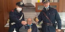 94-Jähriger ruft Polizei für Prosit, weil er allein ist
