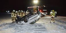 Autofahrerin (19) rutscht von Straße, überschlägt sich