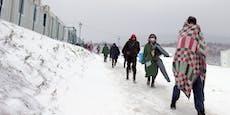 Migranten müssen in abgebranntes Lager zurückkehren