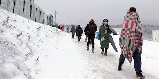 Kurz vor Weihnachten brannte ein bosnisches Flüchtlingslager in Lipa ab. Die etwa 1.000 Bewohner fanden keine Alternative – und sind in das zerstörte Lager zurückgekehrt.