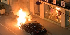 Wiener Taxi steht in Sekunden komplett in Flammen