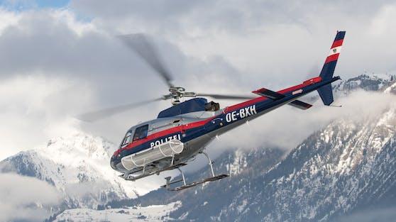 """Ein Polizeihubschrauber vom Typ """"Libelle"""" im Rettungseinsatz nach einem Lawinenabgang in Osttirol. Symbolbild"""