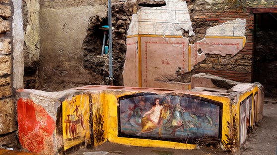In Pompeji haben Archäologen ein außergewöhnlich gut erhaltenes antikes Straßenrestaurant mit farbenfrohen Fresken entdeckt