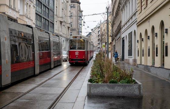 Durch den Wegfall von Parkplätzen, kann die Straßenbahn im Abschnitt Blindengasse 2-10 uneingeschränkt fahren.
